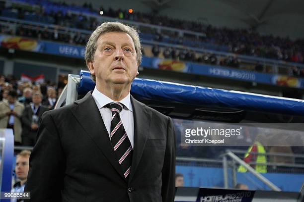 Head coach Roy Hodgson of Fulham looks on ahead of the UEFA Europa League final match between Atletico Madrid and Fulham at HSH Nordbank Arena on May...