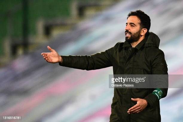 Head coach, Ruben Amorim of Sporting CP reacts during the Liga NOS match between Rio Ave FC and Sporting CP at the Rio Ave FC - Dos Arcos stadium in...