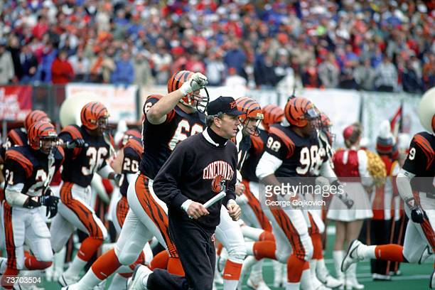 Head coach Sam Wyche of the Cincinnati Bengals leads his team onto the field before a game at Riverfront Stadium circa 1988 in Cincinnati Ohio
