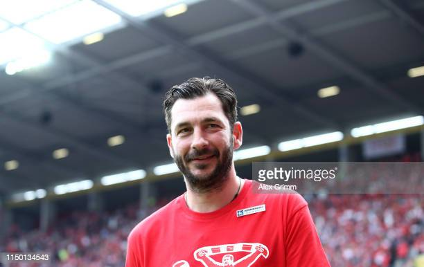 Head coach Sandro Schwarz of Mainz looks on prior to the Bundesliga match between 1. FSV Mainz 05 and TSG 1899 Hoffenheim at Opel Arena on May 18,...