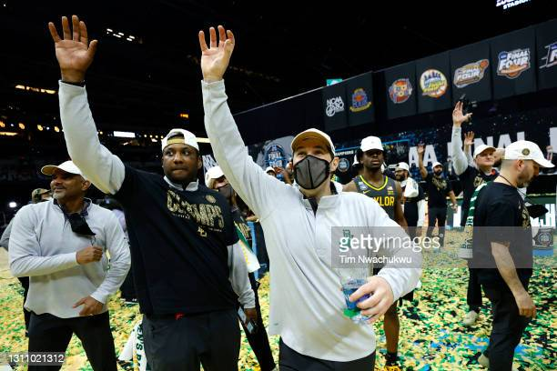 Head coach Scott Drew of the Baylor Bears waves to the crowd after defeating the Gonzaga Bulldogs 86-70 in the National Championship game of the 2021...