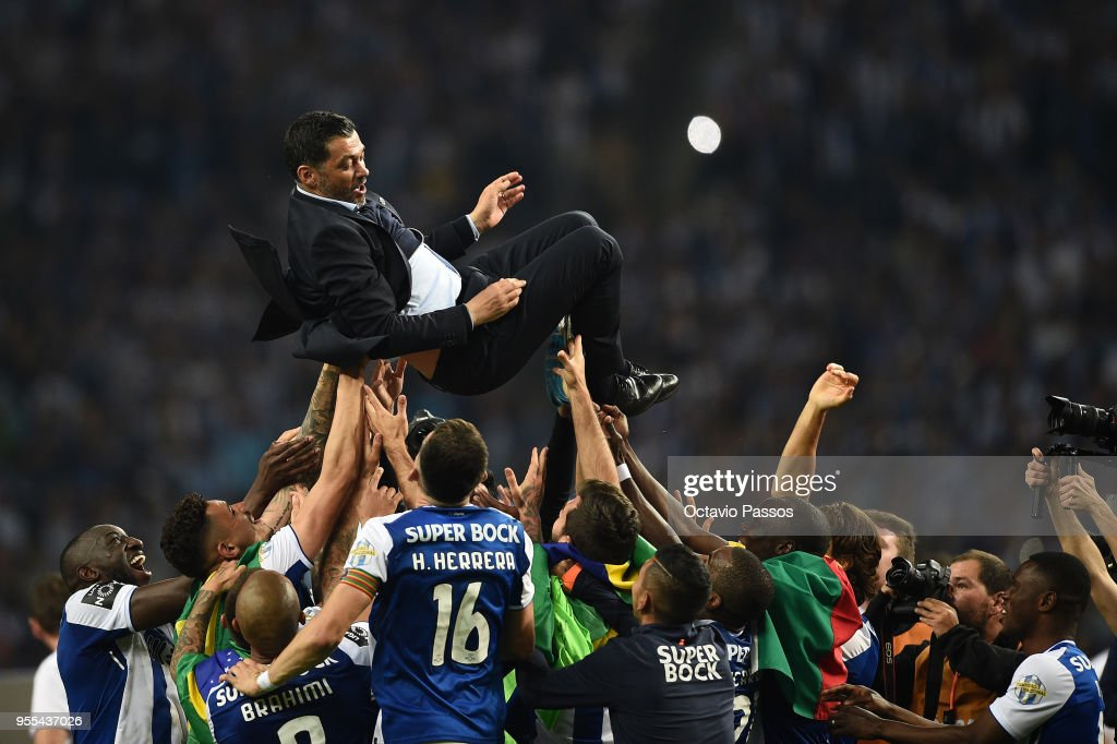 Head coach Sergio Conceicao of FC Porto players and coaching staff celebrate winning the title after the Primeira Liga match between FC Porto and Feirense at Estadio do Dragao on May 6, 2018 in Porto, Portugal.