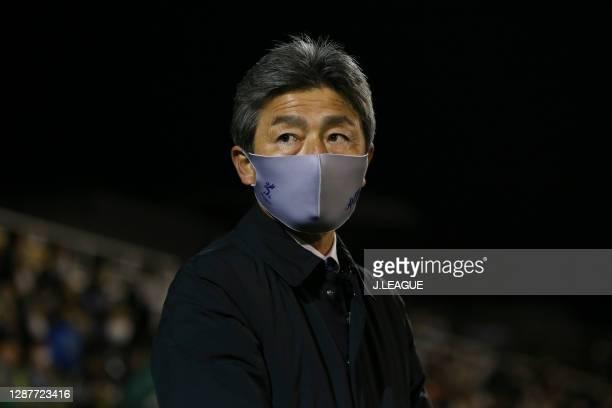 Head coach Shigetoshi Hasebe of Avispa Fukuoka looks on during the J.League Meiji Yasuda J2 match between Tokyo Verdy and Avispa Fukuoka at Ajinomoto...