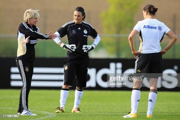 Head coach Silvia Neid discusses with goalkeeper Nadine Angerer and Birgit Prinz during a training session of the German Women's national football...