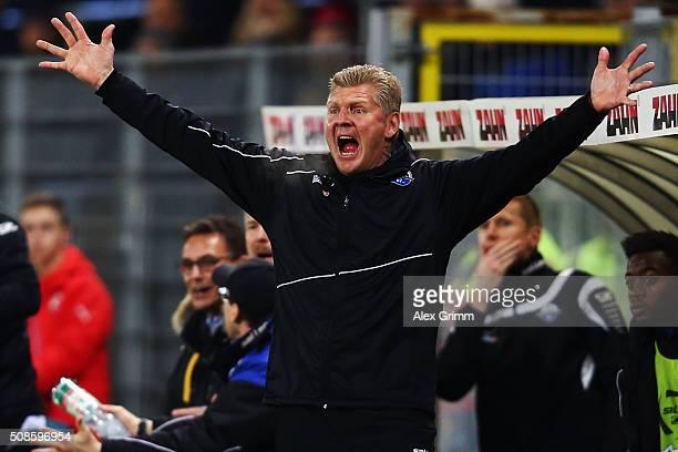 Head coach Stefan Effenberg of Paderborn reacts during the Second Bundesliga match between SV Sandhausen and SC Paderborn at Hardtwaldstadion on...