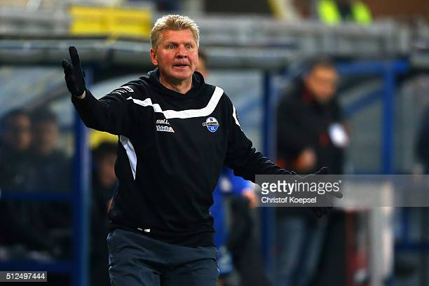 Head coach Stefan Effenberg of Paderborn shouts during the 2 Bundesliga match between SC Paderborn and RB Leipzig at Benteler Arena on February 26...