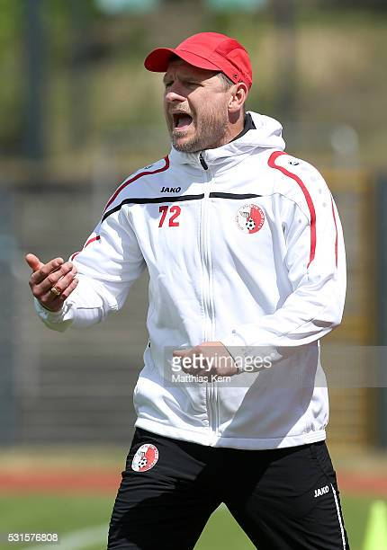 Head coach Steffen Baumgart of Berlin gestures during the Regionalliga Nordost match between Berliner AK and ZFC Meuselwitz at Poststadion on May 15...