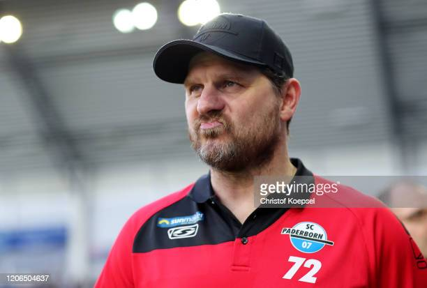 Head coach Steffen Baumgart of Paderborn looks on prior to the Bundesliga match between SC Paderborn 07 and Hertha BSC at Benteler Arena on February...