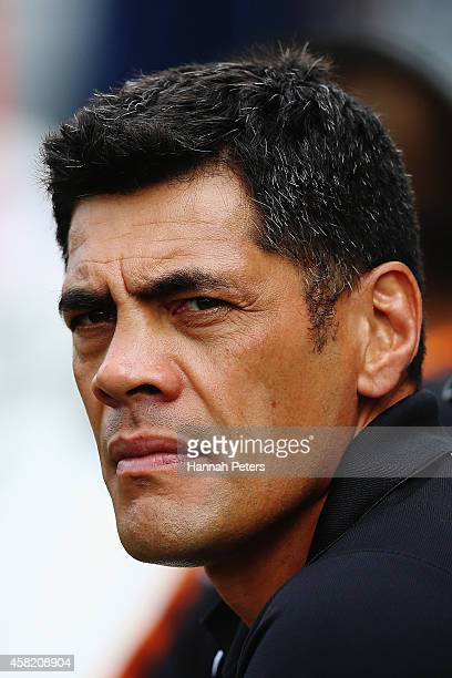Head coach Stephen Kearney of New Zealand looks on during the Four Nations match between the New Zealand Kiwis and Samoa at Toll Stadium on November...