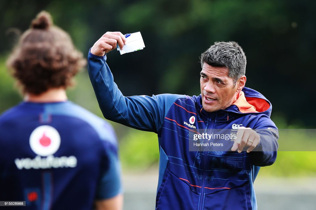 Head coach Stephen Kearney of the Warriors looks on during a New Zealand Warriors NRL training session at Mt Smart Stadium on February 8, 2018 in Auckland, New Zealand.