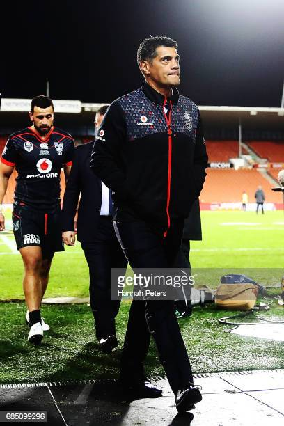 Head coach Stephen Kearney walks off after losing the round 11 NRL match between the New Zealand Warriors and the St George Illawarra Dragons at...