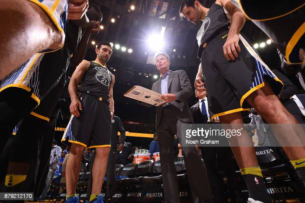 Head Coach Steve Kerr of the Golden State Warriors coaches during the game against the New Orleans Pelicans on November 25 2017 at ORACLE Arena in...
