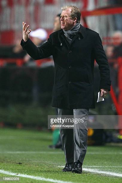 Head coach Steve McClaren of Enschede issues instructions during the UEFA Europa League Round of 32 match between FC Twentde and FC Steaua Bucuresti...