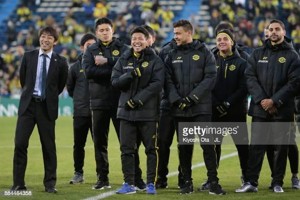 Head coach Takahiro Shimotaira and Kashiwa Reysol players smile after the JLeague J1 match between Kashiwa Reysol and Sanfrecce Hiroshima at Hitachi...