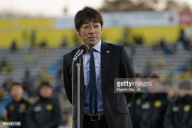 Head coach Takahiro Shimotaira of Kashiwa Reysol addresses after the JLeague J1 match between Kashiwa Reysol and Sanfrecce Hiroshima at Hitachi...