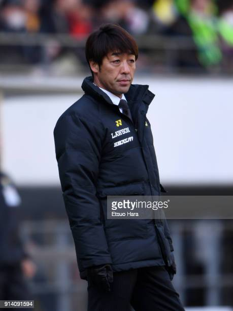 Head coach Takahiro Shimotaira of Kashiwa Reysol looks on during the preseason friendly match between JEF United Chiba and Kashiwa Reysol at Fukuda...