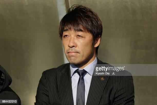 Head coach Takahiro Shimotaira of Kashiwa Reysol looks on prior to the JLeague J1 match between Kashiwa Reysol and Sanfrecce Hiroshima at Hitachi...