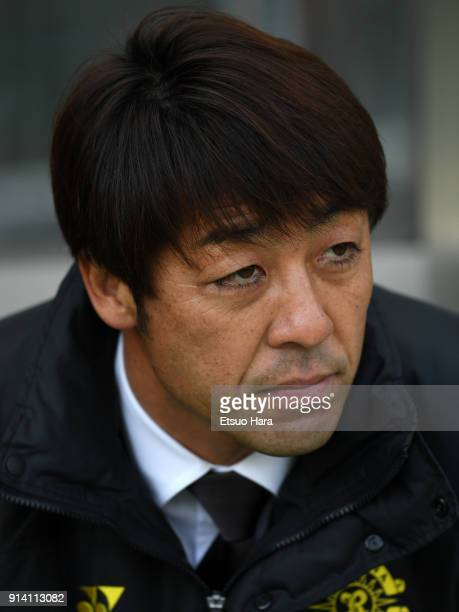Head coach Takahiro Shimotaira of Kashiwa Reysol looks on prior to the preseason friendly match between JEF United Chiba and Kashiwa Reysol at Fukuda...