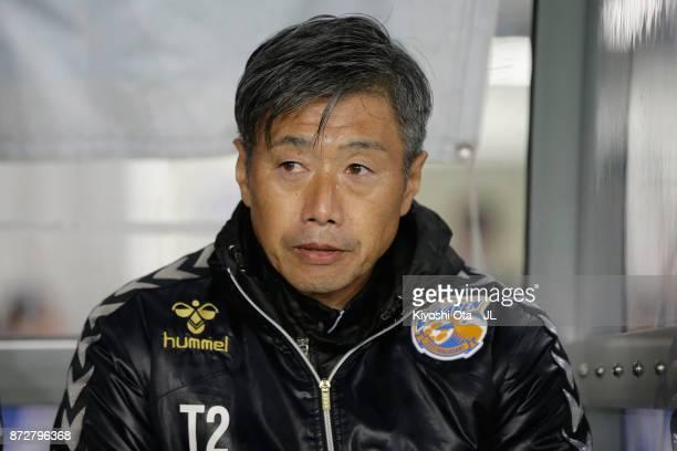 Head coach Takuya Takagi of VVaren Nagasaki looks on prior to the JLeague J2 match between VVaren Nagasaki and Kamatamare Sanuki at the Transcosmos...