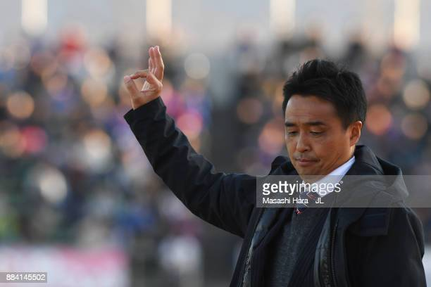 Head coach Tatsuma Yoshida of Ventforet Kofu gestures during the JLeague J1 match between Ventforet Kofu and Vegalta Sendai at Yamanashi Chou Bank...