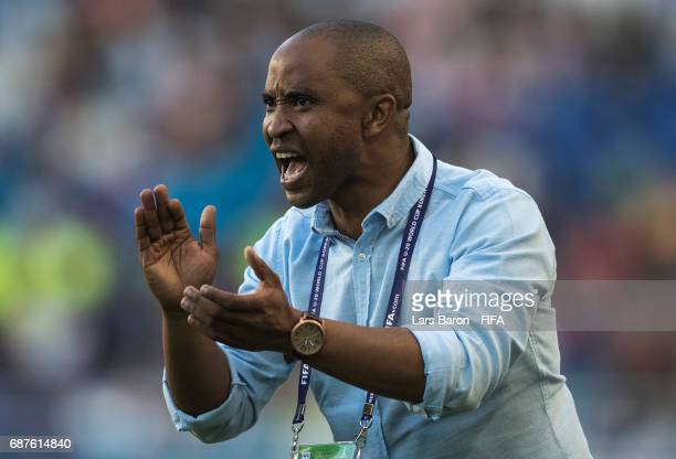 Head coach Thabo Senong of South Africa gives instructions during the FIFA U20 World Cup Korea Republic 2017 group D match between South Africa and...