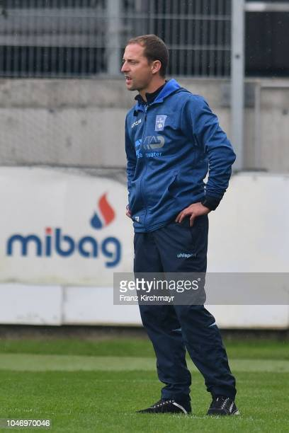 Head coach Thomas Sageder of FC Linz during the 2 Liga match between FC Juniors OOe v FC Blau Weiss Linz at TGW Arena on October 7 2018 in Pasching...