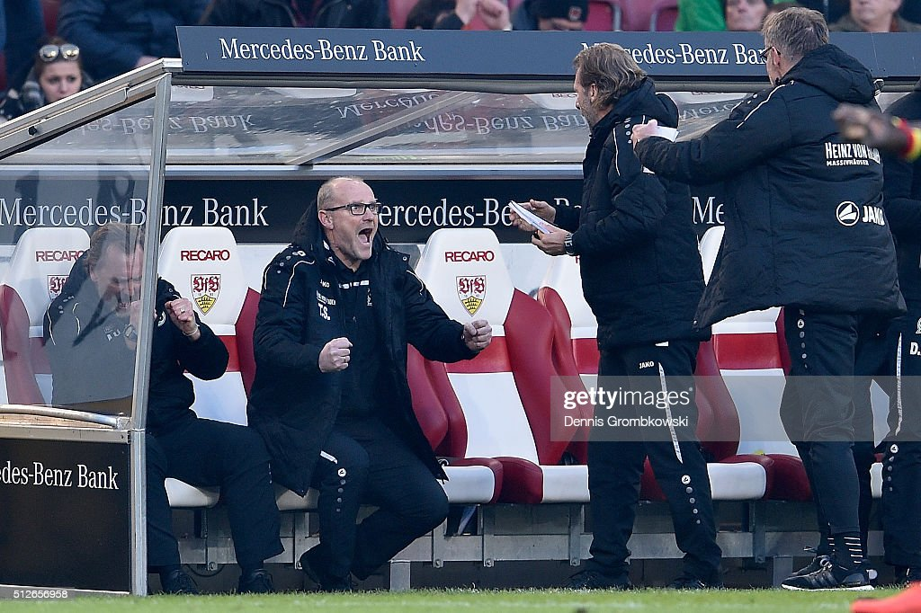Head coach Thomas Schaaf of Hannover 96 celebrates with team after the Bundesliga match between VfB Stuttgart and Hannover 96 at Mercedes-Benz Arena on February 27, 2016 in Stuttgart, Germany.