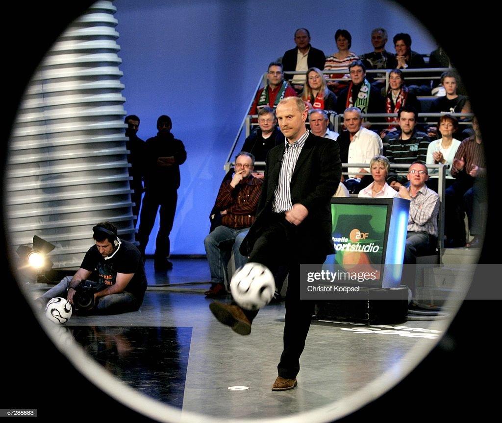 """German Saturday's Sports TV Show """"Aktuelles Sportstudio"""" : Nachrichtenfoto"""