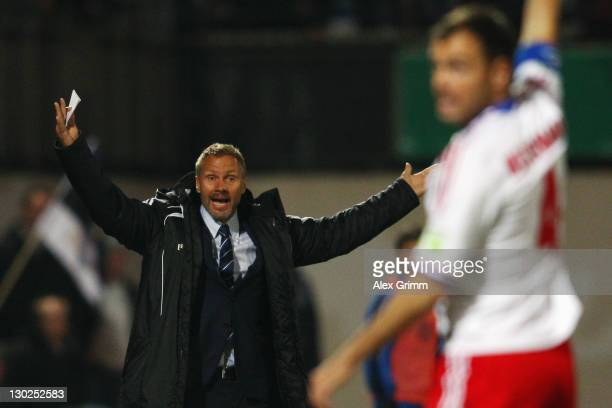 Head coach Thorsten Fink and Heiko Westermann of Hamburg react during the DFB Cup second round match between Eintracht Trier and Hamburger SV at...