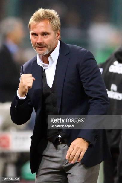 Head coach Thorsten Fink of Hamburg celebrates the first goal of Rafael van der Vaart during the Bundesliga match between Borussia Moenchengladbach...