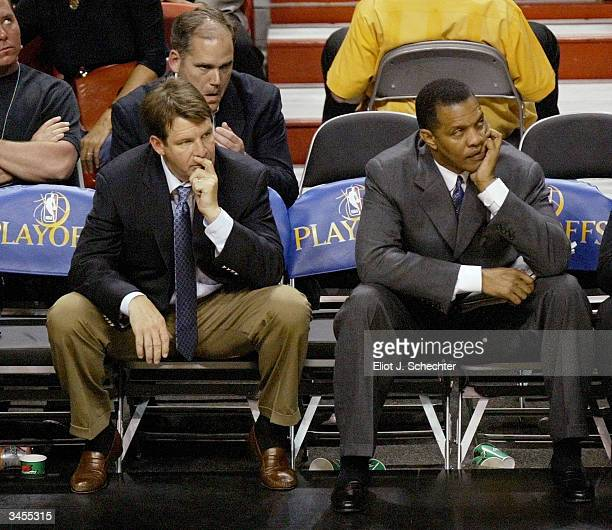 Head Coach Tim Floyd of the New Orleans Hornets sits with assistant coach Alvin Gentry dejected in the final seconds of the Hornets 6393 loss to the...