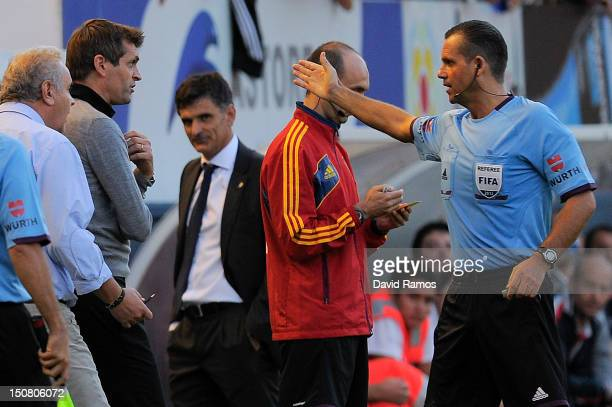 Head coach Tito Vilanova of FC Barcelona is sent off by the referee Muniz Fernandez during the La Liga match between CA Osasuna and FC Barcelona at...
