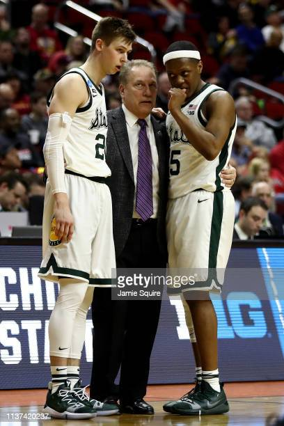 Head coach Tom Izzo of the Michigan State Spartans speaks with Matt McQuaid and Cassius Winston during their game against the Bradley Braves in the...
