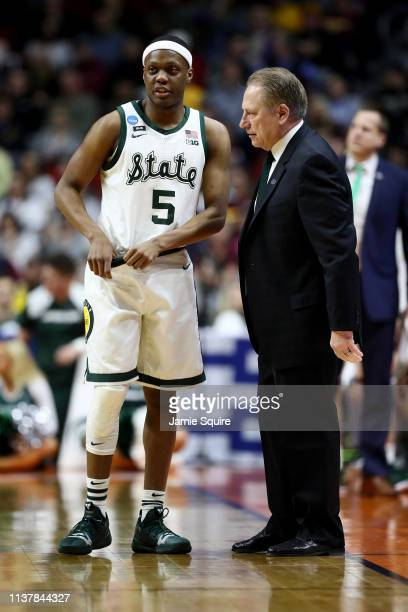 Head coach Tom Izzo of the Michigan State Spartans talks with Cassius Winston against the Minnesota Golden Gophers during the first half in the...