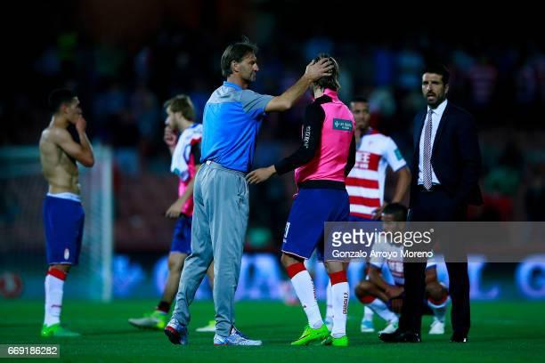 Head coach Tony Adams of Granada CF comforts his palyers after the La Liga match between Granada CF and Real Club Celta de Vigo at Estadio Nuevo Los...