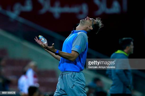 Head coach Tony Adams of Granada CF reacts as his team fails to score during the La Liga match between Granada CF and Real Club Celta de Vigo at...