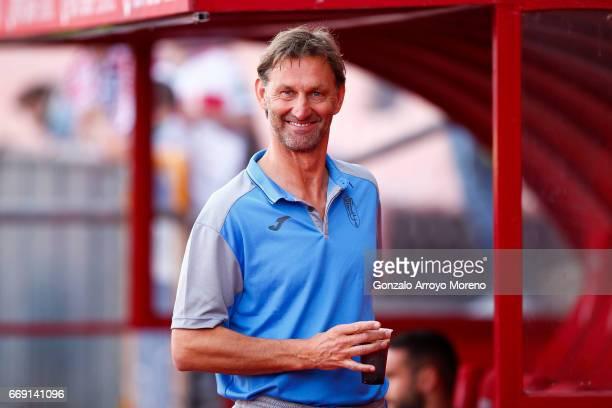 Head coach Tony Adams of Granada CF smiles as he comes from the bench before the La Liga match between Granada CF and Real Club Celta de Vigo at...