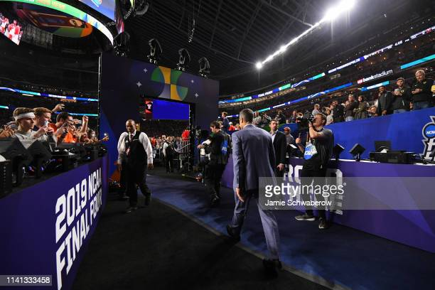 Head coach Tony Bennett of the Virginia Cavaliers enters the court before the start of the 2019 NCAA men's Final Four National Championship game at...