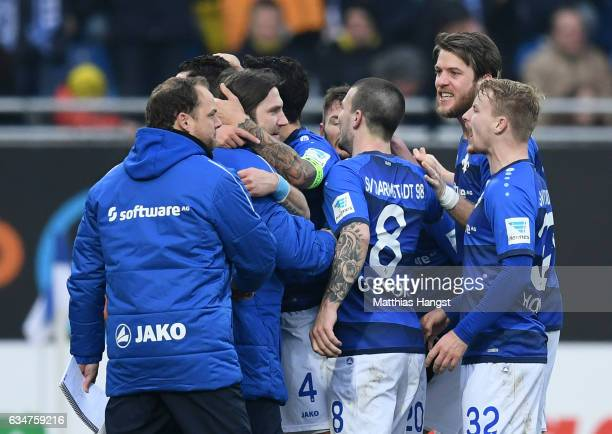 Head coach Torsten Frings of Darmstadt celebrates with his players after his team's second goal during the Bundesliga match between SV Darmstadt 98...