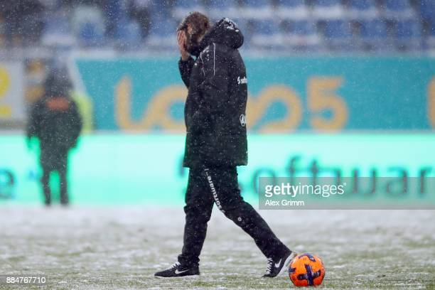 Head coach Torsten Frings of Darmstadt reacts after the Second Bundesliga match between SV Darmstadt 98 and SSV Jahn Regensburg at Merck-Stadion am...