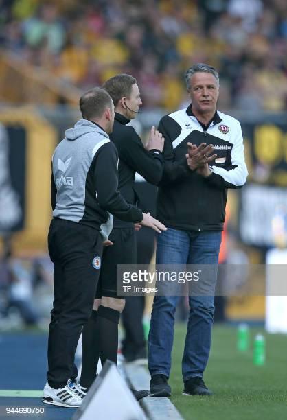 Head coach Torsten Lieberknecht Head coach Uwe Neuhaus gestures during the Second Bundesliga match between Eintracht Braunschweig and SG Dynamo...