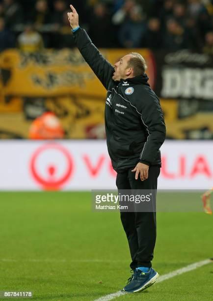 Head coach Torsten Lieberknecht of Braunschweig gestures during the Second Bundesliga match between SG Dynamo Dresden and Eintracht Braunschweig at...