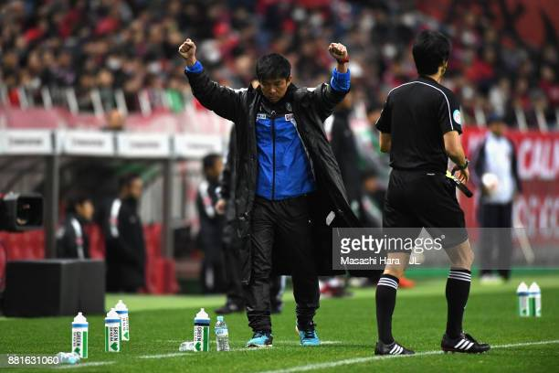 Head coach Toru Oniki of Kawasaki Frontale celebrates his side's 10 victory at the final whistle during the JLeague J1 match between Urawa Red...