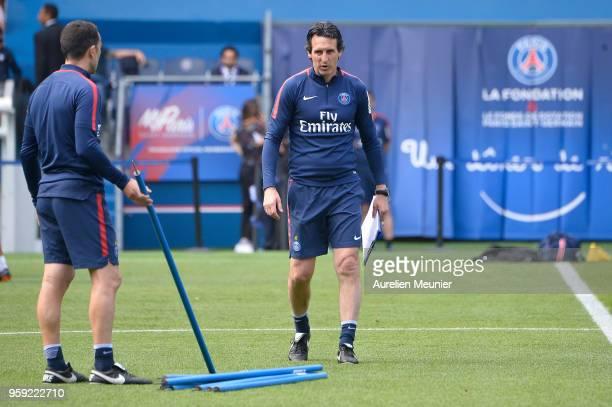 Head coach Unai Emery during a Paris SaintGermain training session at Parc des Princes on May 16 2018 in Paris France