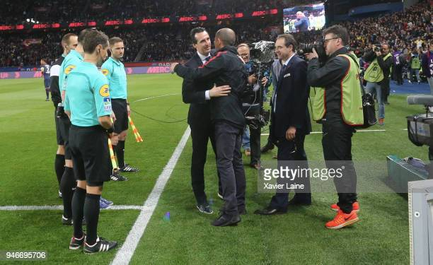 Head coach Unai Emery of Paris SaintGermain greets Leonardo Jardim of AS Monaco during the Ligue 1 match between Paris Saint Germain and AS Monaco at...