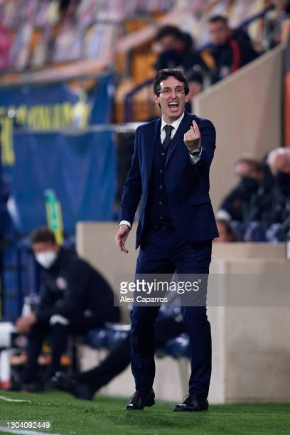 Head Coach Unai Emery of Villarreal CF gives instructions during the UEFA Europa League Round of 32 second leg match between Villarreal CF and RB...