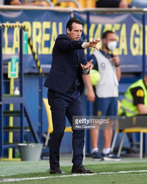 Head Coach Unai Emery of Villarreal CF gives instructions during the La Liga Santander match between Villarreal CF and Sevilla FC at Estadio de la...
