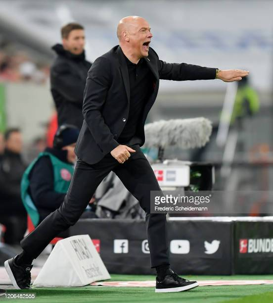 Head coach Uwe Roessler of Duesseldorf reacts during the Bundesliga match between Fortuna Duesseldorf and Borussia Moenchengladbach at Merkur...
