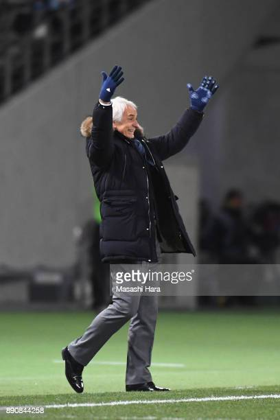 Head coach Vahid Halilhodzic of Japan gestures during the EAFF E1 Men's Football Championship between Japan and China at Ajinomoto Stadium on...