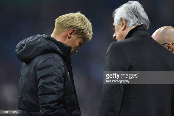 Head coach Vahid Halilhodzic of Japan talks to Keisuke Honda after their 40 win in the 2018 FIFA World Cup Qualifier match between Japan and Thailand...